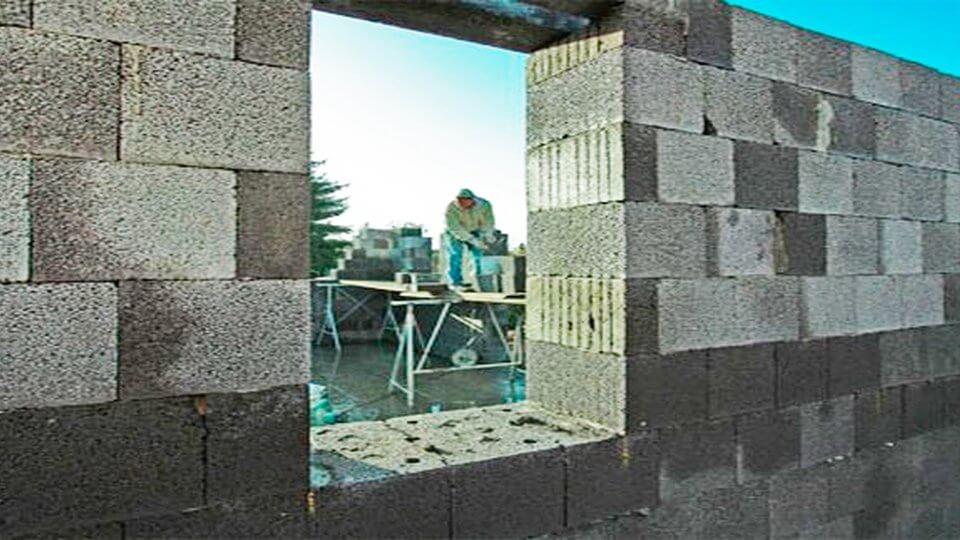 Предлагаем несколько наиболее широко распространенных вариантов качественного строительства стен для жилого дома.