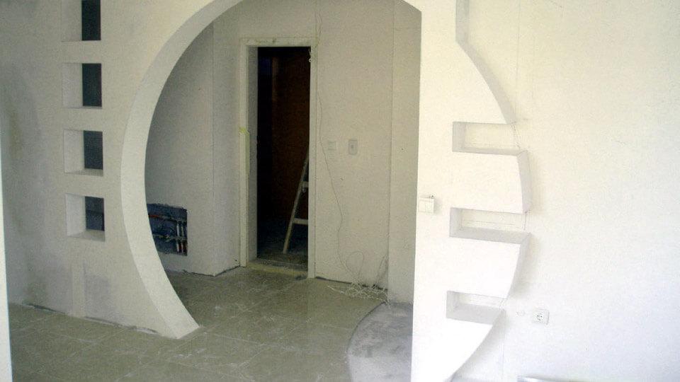 При использовании гипсокартона можно выполнить любые работы, связанные с отделкой внутренних помещений.