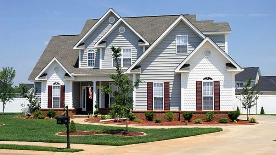 Виниловый сайдинг считают вариантом вентиляционной навесной фасадной системы, технологии, используемой в настоящее время.