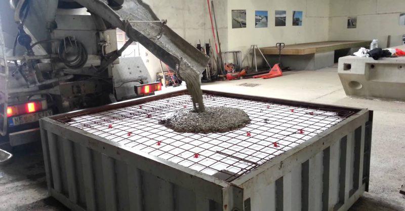 Благодаря чему достигается высокая прочность заводского бетона?