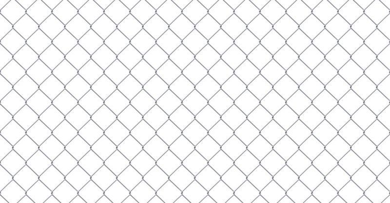 Заборы из сетки-рабицы: преимущества и особенности выбора